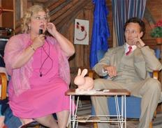 Daniel Viklund Jeanette Bjurling 2011 i Menottis opera The Telephone - i vår version på järnamål: Tillifon - foto Lennart Castenhag