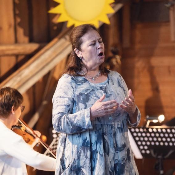 Ingrid Tobiasson repeterar rollen son Den fula ankungen 2018. foto Iman Khayyatan