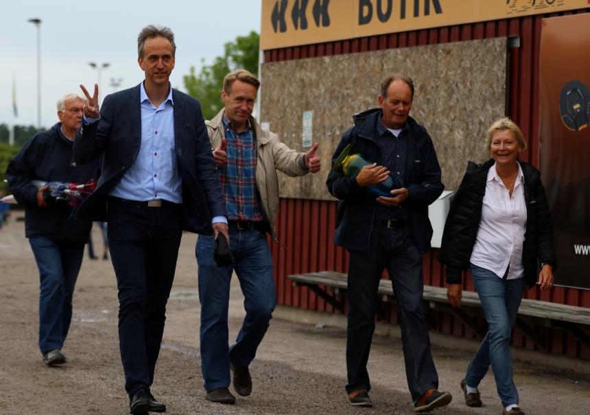 Efter E3-segern med lätta steg: Mikael, Stefan, Roger och Pi. Copyright Stall Nyx