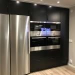 Kök med dubbla kylskåp, ugnar och micro