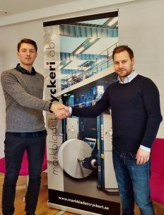Markbladet Tryckeri AB:s VD Christofer Hammarström, här tillsammans med Andreas Andersson från DCOS Automation Drive & Controls