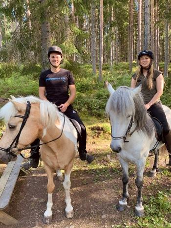 Viktor och Johanna på hästarna Air Geir och Kvartett.