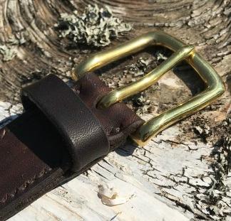 Bälte mörkbrun 32mm - 95cm mässingspänne