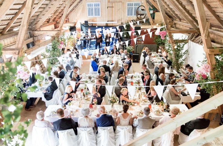 Lantlig miljö för bröllop & vigsel mitt i Halland.   Lantlig idyll för er som önskar ett bröllop & vigsel på gård nära havet mellan Varberg & Falkenberg, Halland. Fotograf Malin Rochardsson, Fröken Foto