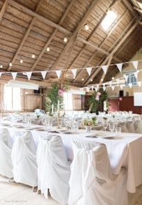 Annorlunda bröllopslokal för vigsel & bröllopsfest i vår lada.  Välkommen till lantliga Rönnås Lada mellan Varberg & Falkenberg, Halland. Fotograf Malin Richardsson, Fröken Foto