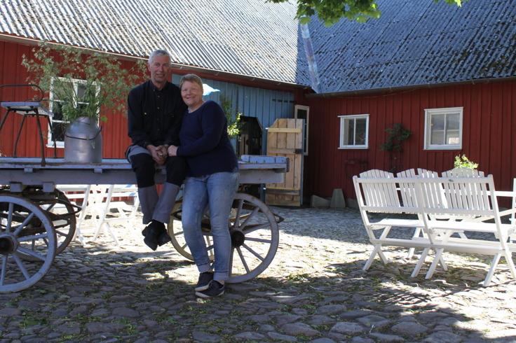 Lantlig miljö för bröllop & vigsel mitt i Halland.   Lantlig idyll för er som önskar ett bröllop & vigsel på gård nära havet mellan Varberg & Falkenberg, Halland.