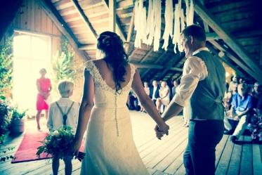 Lantlig vigsel och bröllop i Rönnås Lada, mellan Varberg & Falkenberg Fotograf Marie Hidvi