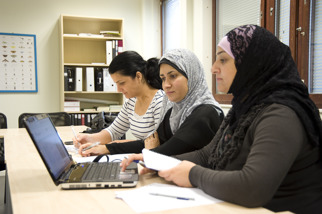 Som deltagare på Folkhögskolan i Angered har du stort inflytande över dina studier. Därför beslutar vi en del gemensamt, lärare och deltagare, när kursen har startat.