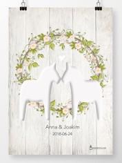 Bröllopstavla Dalahästar med krans på ljus trävägg