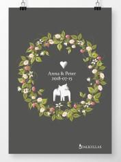 Bröllopstavla med sommarkrans och två små dalahästar