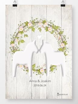 Bröllopstavla Dalahästar med krans på ljus trävägg - A4 210 x 297 mm