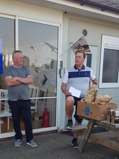 Sponsor Magnus Lamme och tävlingsledare Christopher Abramsson