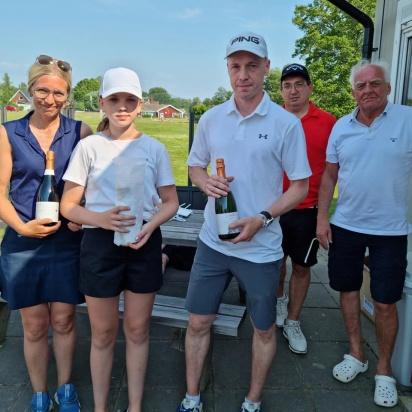 2:a plats: Team Nilsson; Marina, Alicia och Fredrik Nilsson.