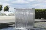Vattenfall och bäckrännor i rostfritt