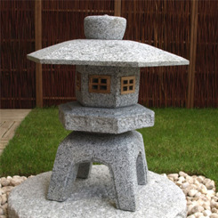 Japansk stenhus i granit, Kodai Yukimi, japansk trädgård