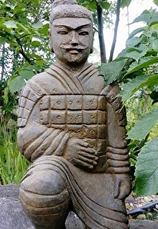 kinesiska krigare, trädgårdsfigur, trädgårdskonst önnestad, japansk trädgård.