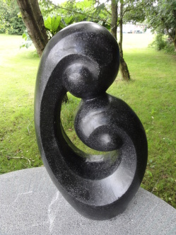 trädgårdskonst, trädgårdsfigur, modern trädgård, terazzo figur
