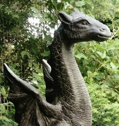 Trädgårdskonst sagodjur, drake , trädgårdsfigur