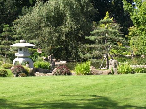 japansk trädgår, bygga japanskinspiration i trädgården , japanska lanternor , kinahus, stenhus