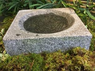 fågelbad i granit, stenfågelbad