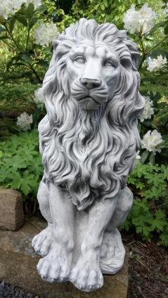 trädgårdskonst, trädgårdsstaty. konstmarmor lejon