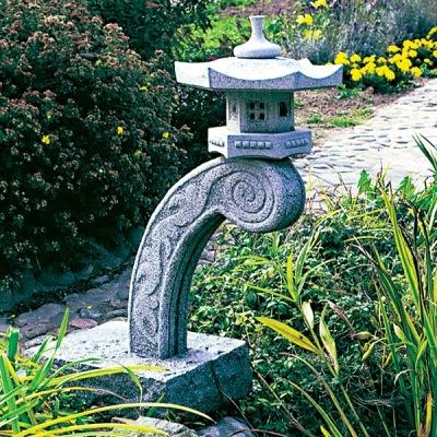 Japansk trädgård raneki lanterna i sten