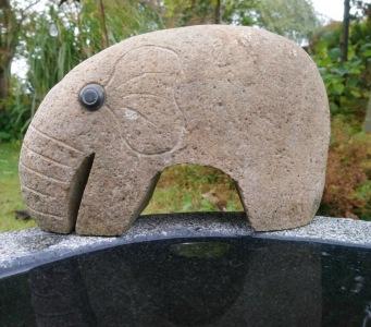 Trädgårdskonst , elefant natursten