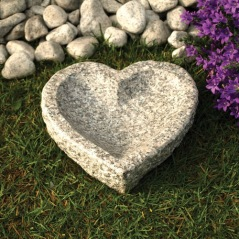 Fågelbad hjärtformat i natursten polerad
