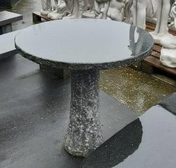 Stenbord, trädgårdsbord i natursten