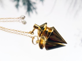Classic Gold Egyptian Pendulum - White pearl, unboxed.