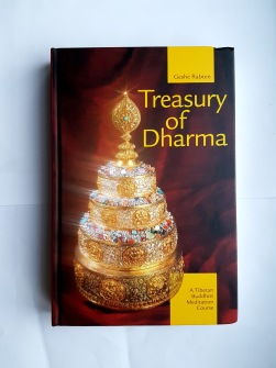 Treasury of Dharma  A Tibetan Buddhist Meditation Course av Geshe Rabten - In English