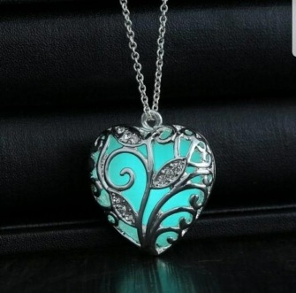 Necklace, with filigran heart glowing in the dark -