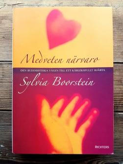 Medveten närvaro: Den buddhistiska vägen till kärleksfullt hjärta av Sylvia Boorstein - På Svenska