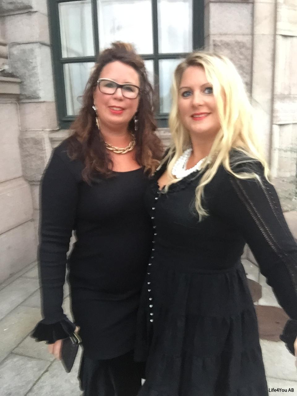 Vickyklänning svart linne