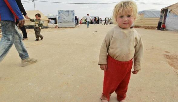 Ett syriskt barn i Alzatari camp i Jourdanian