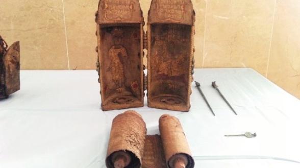 Manuskript av den äldsta Torah i världen