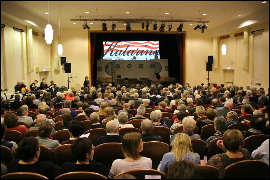 """Silbodalskolans aula var fullsatt när Musikalen """"Katarina av Amerika"""" spelades."""