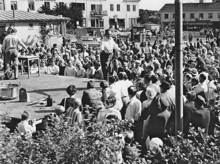 Auktion på torget i Årjäng.
