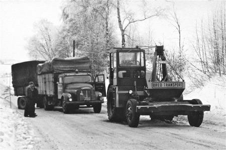 Bärgning av norsk lastbil på riks 9:an vid Årjäng.