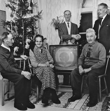 Långseruds vårdhem har fått en TV i Julgåva.