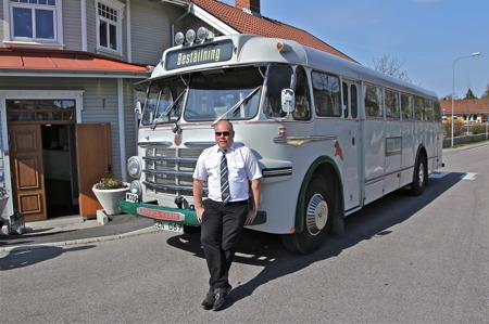 Jörgen Stomberg är redo att köra gästerna från Restaurang Waterside till bilskroten i Båstnäs.