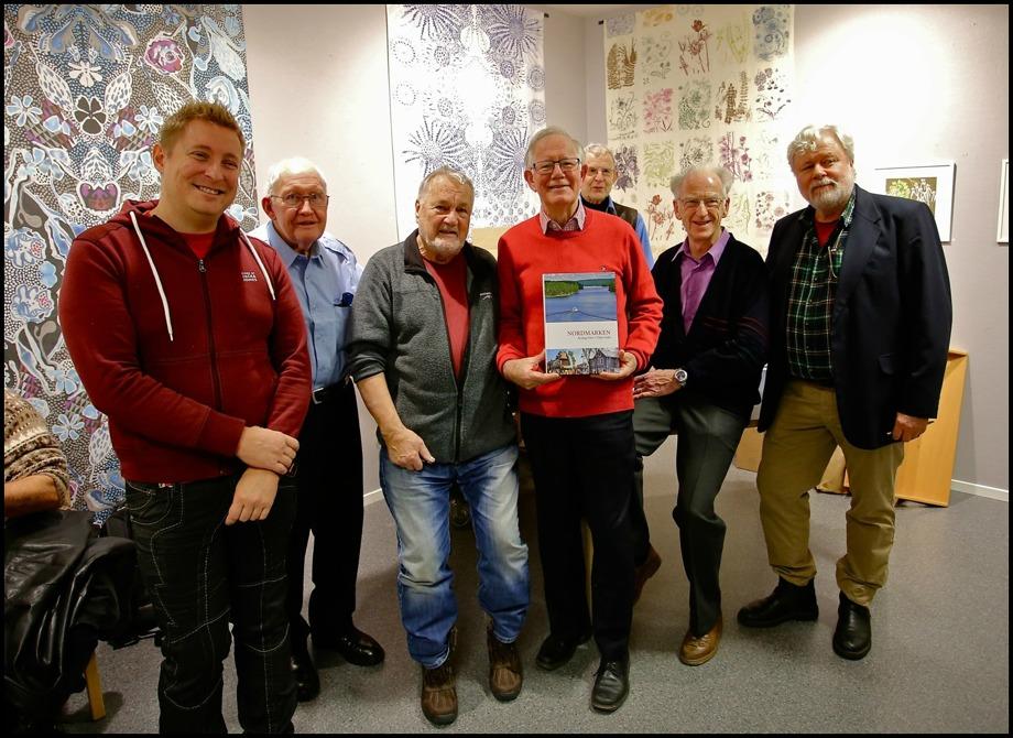 """Här är gruppen som skapat boken """" Nordmarken - Årjäng Förr - Trejje boka """". Från vänster formgivare Daniel Markstedt, Ingemar Danielsson, Bengt """"Kroken"""" Nilsson, Sven Setterlind, Stig Blom, Bo Danielsson och Staffan Svanqvist."""