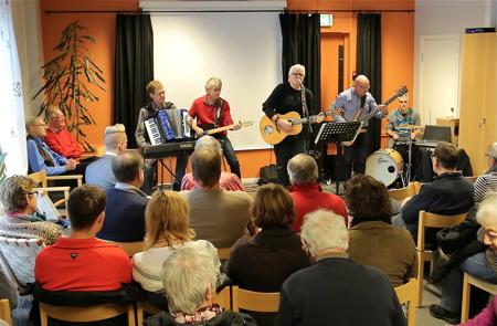 Dan Henningsson, Arnie Nilsson, Ingmar Nilsson, Ingvar Heed och Robin Persson svarade för musikunderhållningen.