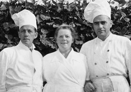 Clara Johansson tillsammans med sina bagare. Foto : Folke Sahlin
