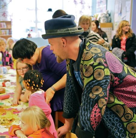 I biblioteket var det bl a aktiviteter för barnen.