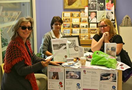 Studieförbundet Vuxenskolan fanns på plats i biblioteket för att informera om aktuella kurser.