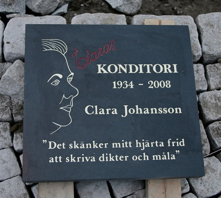 Minnesstenen över Clara Johansson kommer att ligga nersänkt i den övriga stensättningen, på platsen där Clara hade sitt konditori.