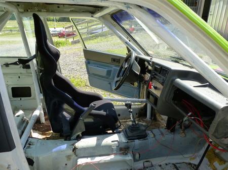 1 juli 2010 - Folkracebilarna är utrustade med reglementsenlig säkerhetsutrustning.