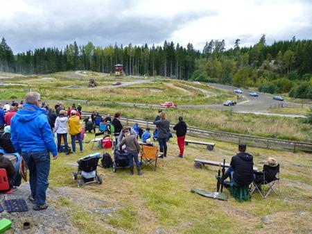 11 september 2010 - Publiken följer vara heat med spänning.