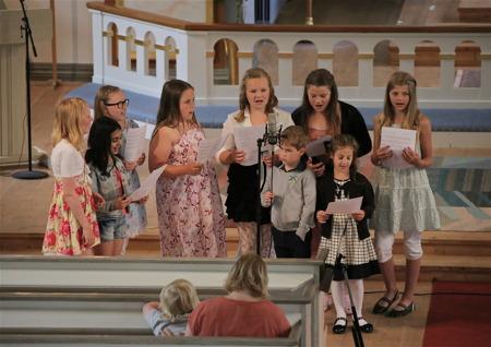 Barnkören bjöd på fin sång, bland annat Ida´s sommarvisa.